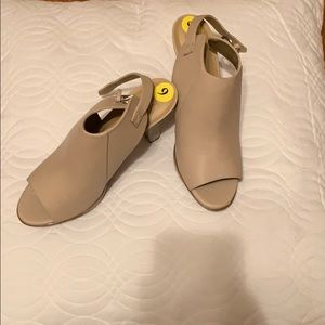 Naturalizer Tan Heels